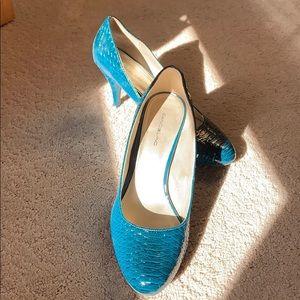 Bandolino heel faux snakeskin, sz 9 1/2 aqua blue